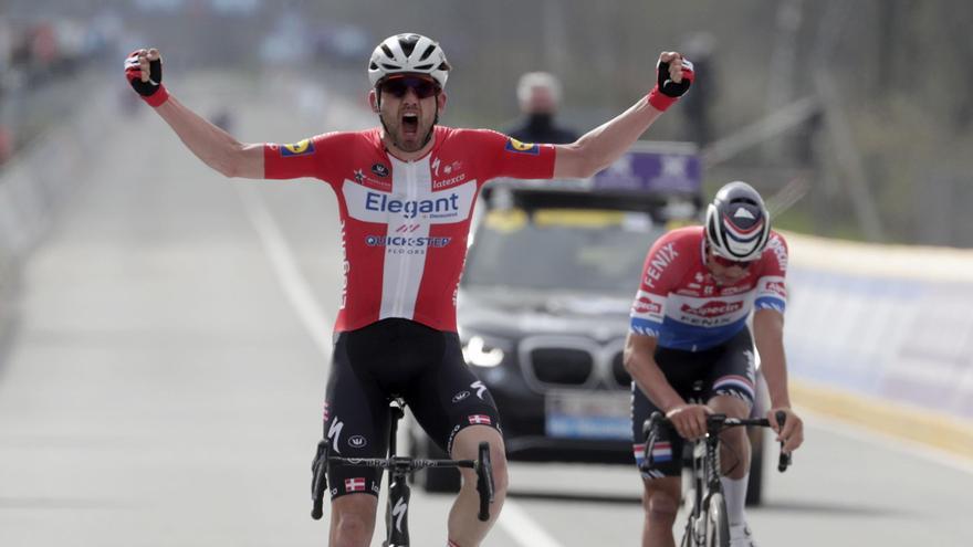 El danés Asgreen sorprende a Van der Poel en el Tour de Flandes