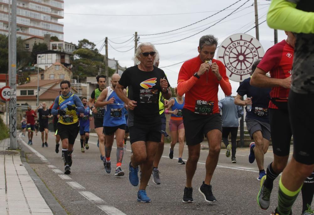 La Vig-Bay saca a la calle a miles de corredores. // Alba Villar