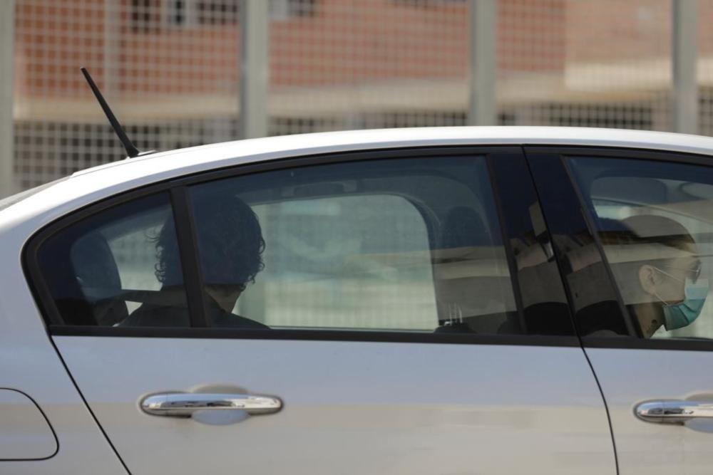 Joan Gual de Torrella, sentado en la parte de atrás, ha sido trasladado desde la Comandancia de la Guardia Civil hasta la sede de la Autoridad Portuaria.