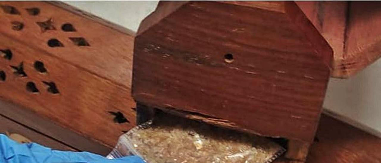 Bolsitas con la droga incautada a un vecino de Monóvar. | INFORMACIÓN
