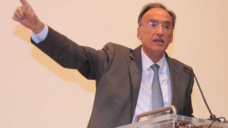 Hospitalizado un senador canario del PSOE tras ser vacunado con AstraZeneca