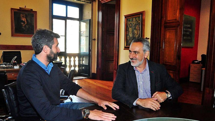El alcalde confía en mejorar la relación con el Puerto con Cores Tourís como presidente