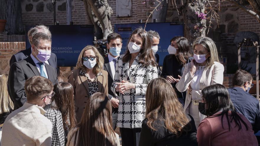 La Reina Letizia recicla un look que parece de estreno pero que no lo es