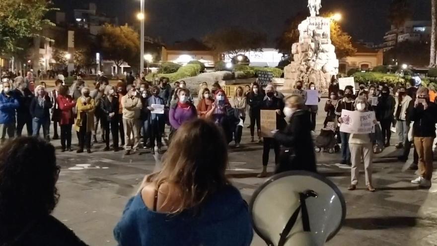 Clamor contra la violencia machista en Palma en la manifestación de repulsa por el asesinato de Remedios Cortés