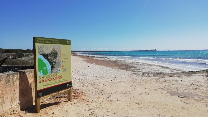 Instalan 26 señales informativas en es Trenc-Salobrar de Campos, financiadas con el impuesto turístico