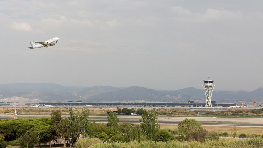 Dos de cada tres catalans estan a favor de l'ampliació de l'aeroport del Prat