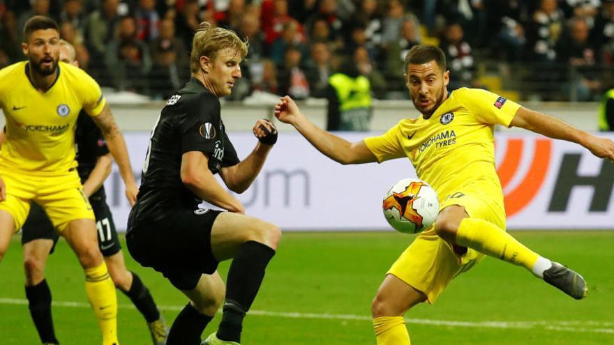 Un gol de Pedro sirve al Chelsea para empatar ante el Eintracht