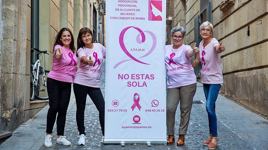 Las asociaciones contra el cáncer de mama recortan servicios al caer a la mitad la recaudación por la pandemia