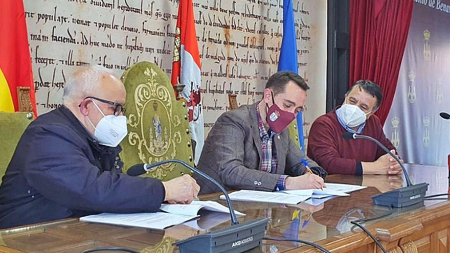 El Ayuntamiento de Benavente firma un convenio de 2.600 euros con Cruz Roja y de 5.000 con Cáritas para planes sociales