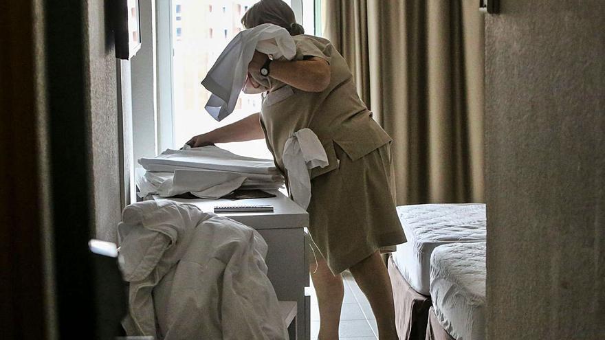 Rechazo a la política de Hilton de eliminar la limpieza diaria en el hotel