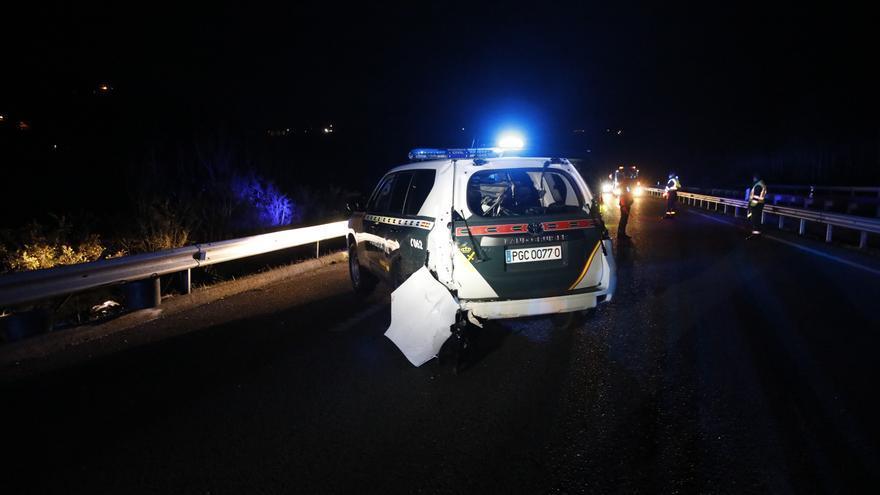 Así quedó el coche de la Guardia Civil arrollado por una furgoneta en la Minera