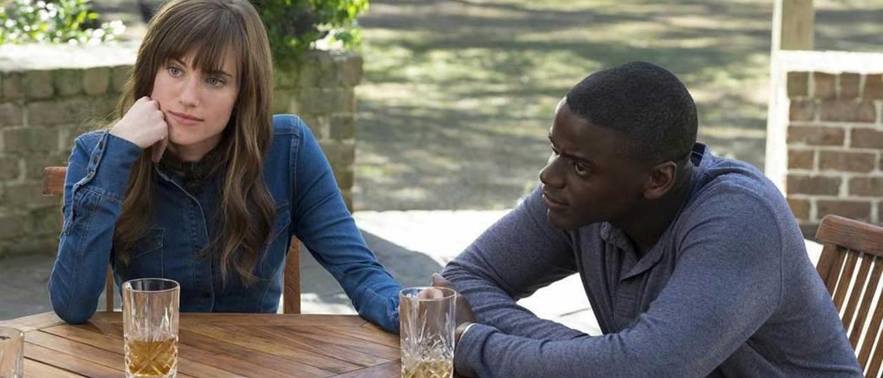 Allison Williams y Daniel Kaluuya.