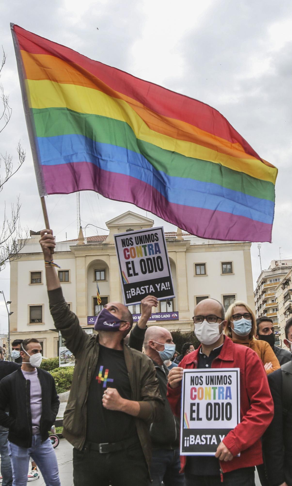 Concentración en contra de la agresión homófoba en el monte Tossal de Alicante