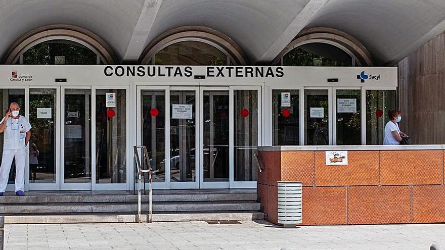 El hospital contrata neurólogos para cubrir las carencias del servicio