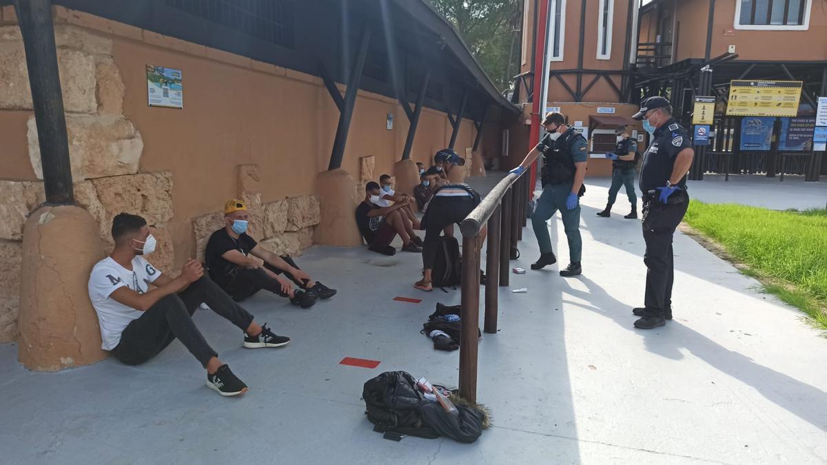 Migrantes detenidos en Llucmajor
