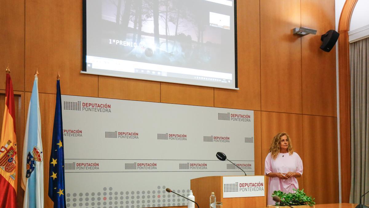 """La presidenta provincial, Carmela Silva, en la presentación de los Premios Provinciais """"Reacción polo Clima"""""""