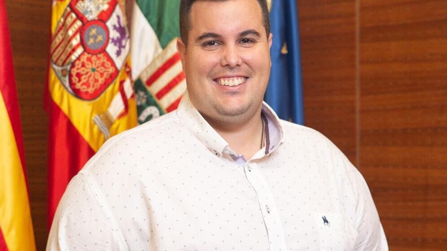 El alcalde de San Vicente deja sin competencias al portavoz socialista, Jesús Arenas, y le pide que deje el acta