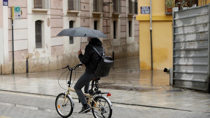 La entrada de un frente provocará este domingo precipitaciones generalizadas y una fuerte caída de las temperaturas
