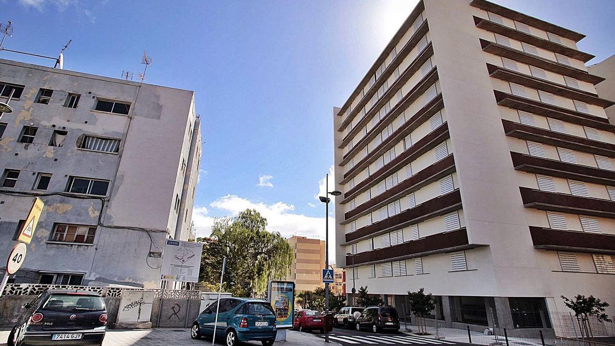 Los nuevos aparcamientos se habilitarían en el solar que deje la vieja barriada de La Candelaria.     MARÍA PISACA