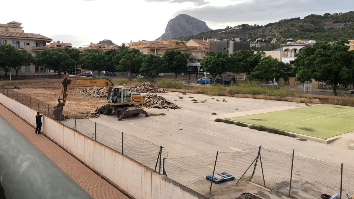 Las primeras obras en la parcela donde se construirá la piscina cubierta de Xàbia