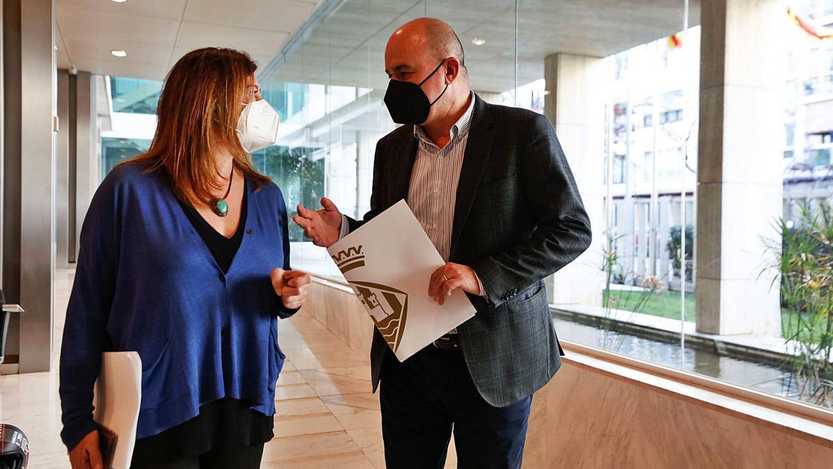 Francina Armengol y Vicent Marí, ayer, en la sede del Consell de Ibiza