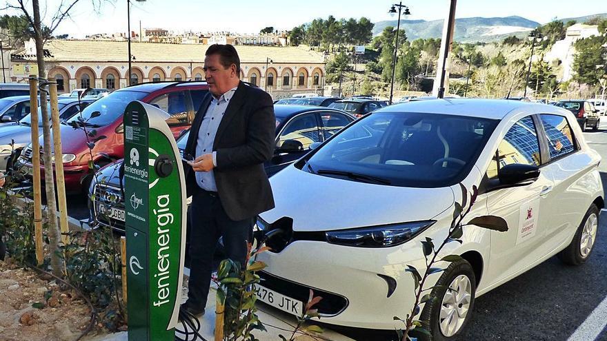 El avance de los vehículos eléctricos ya llega a los pueblos pequeños de las tres comarcas