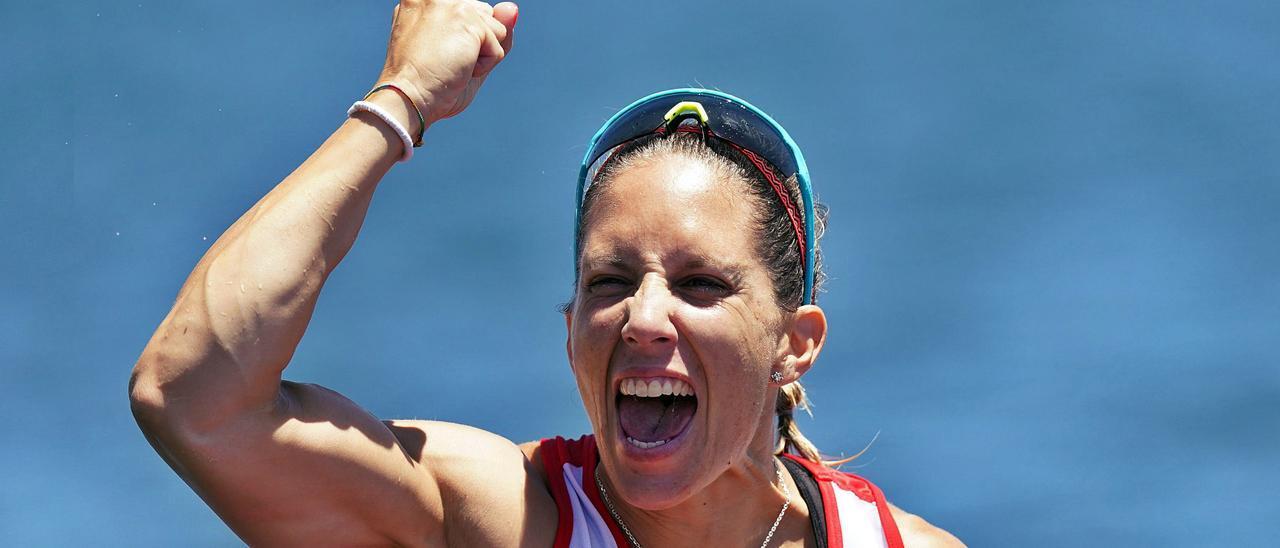 Teresa Portela grita de alegría.