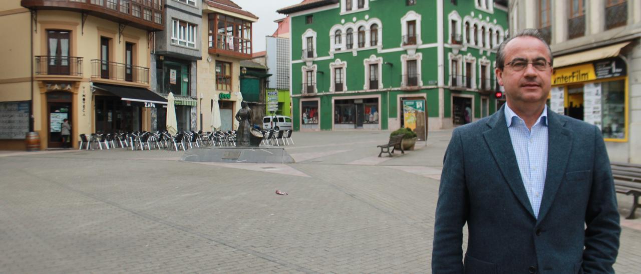 El edil de Ciudadanos, en una foto de archivo, en la plaza General Ponte de Grado