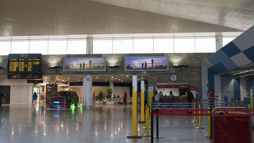 A Coruña y Santiago proponen a la Xunta una 'caja común' para promocionar vuelos