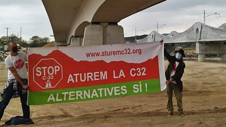 Aturem la C-32 presenta més de 80 al·legacions al projecte per allargar la carretera