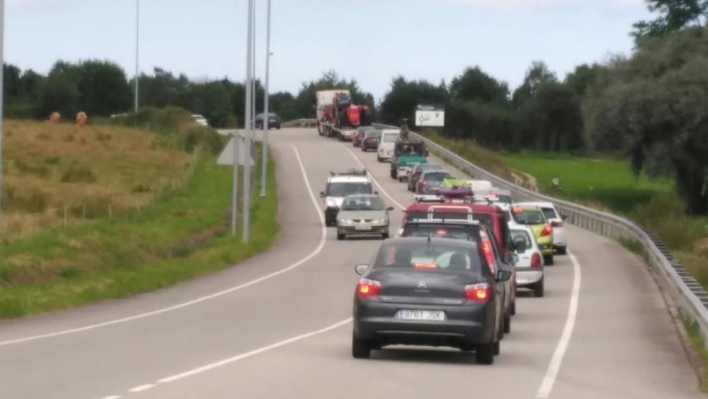El vuelco de un camión obliga a cortar la Autovía