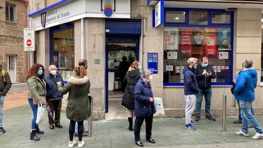 Lotería de Navidad | Cambados y O Grove reparten más de 6 millones de euros con el Gordo y un cuarto premio