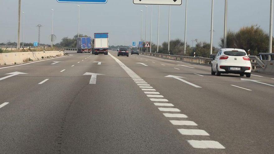 Fallece un motorista al salirse de la vía en la A7 de la Vall d'Uixó