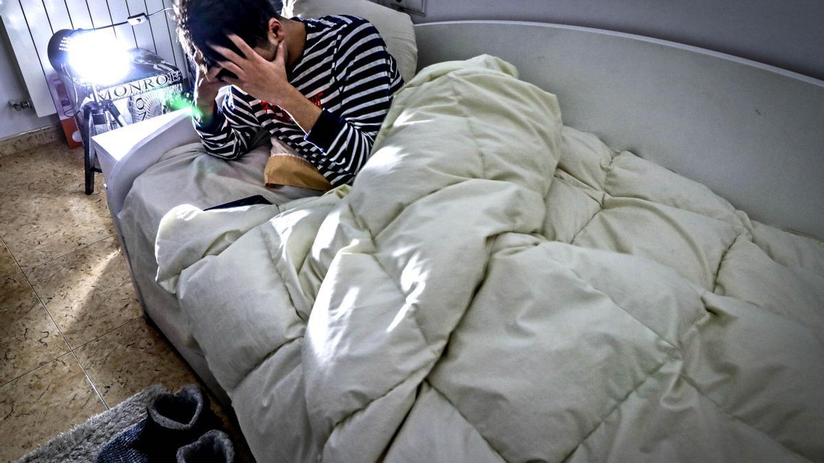 Una persona con problemas de insomnio durante la pandemia.