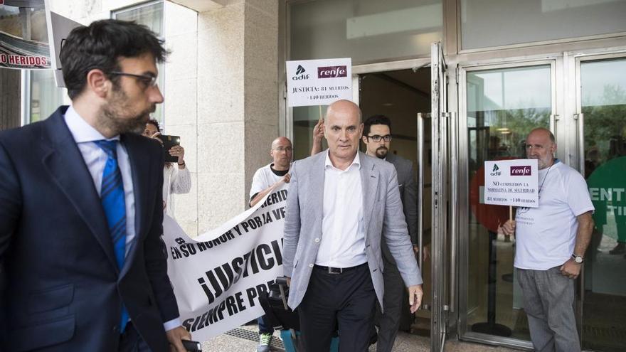 El directivo de Adif que será juzgado por el accidente de Angrois renuncia a su cargo