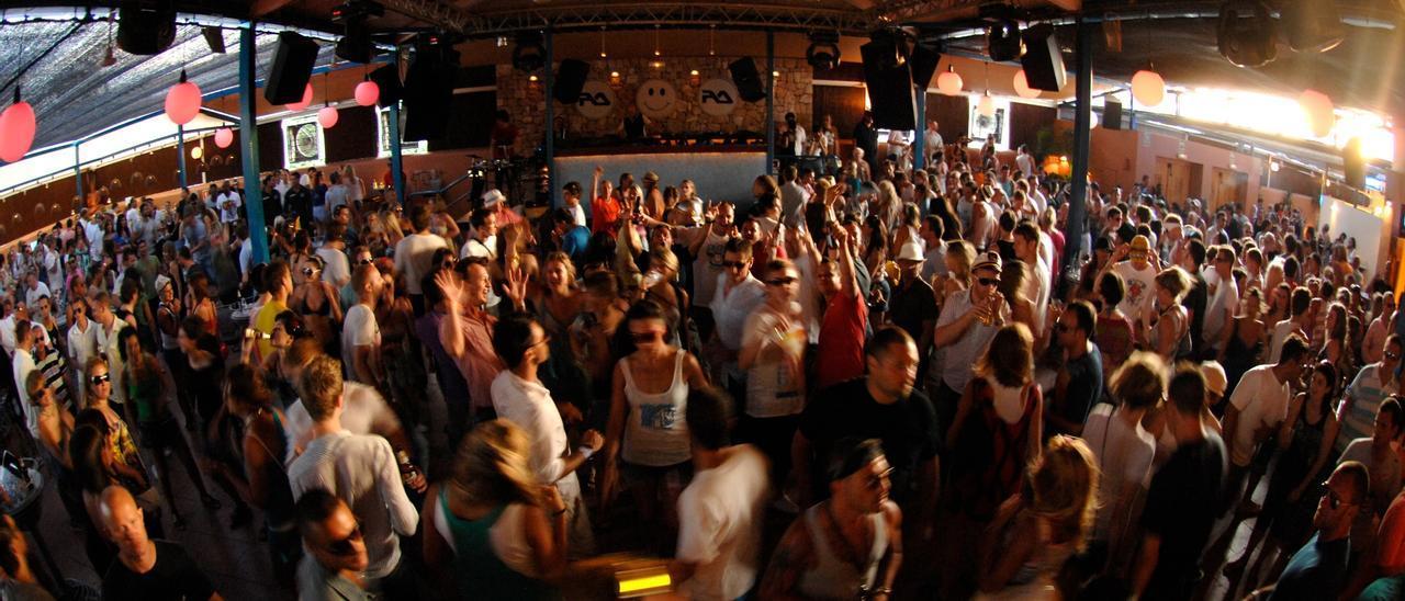Pista de baile de una discoteca de Ibiza. Phrank