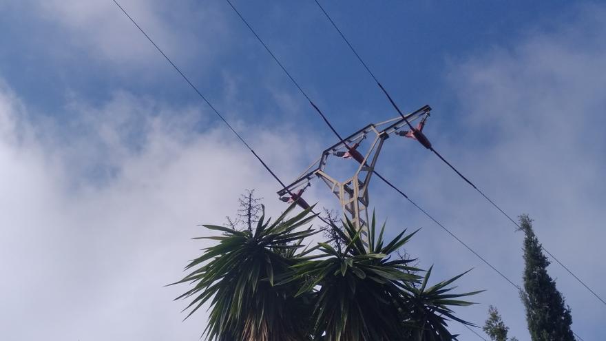 Colocan protectores en la torre de Xàbia en el que se electrocutó un águila pescadora