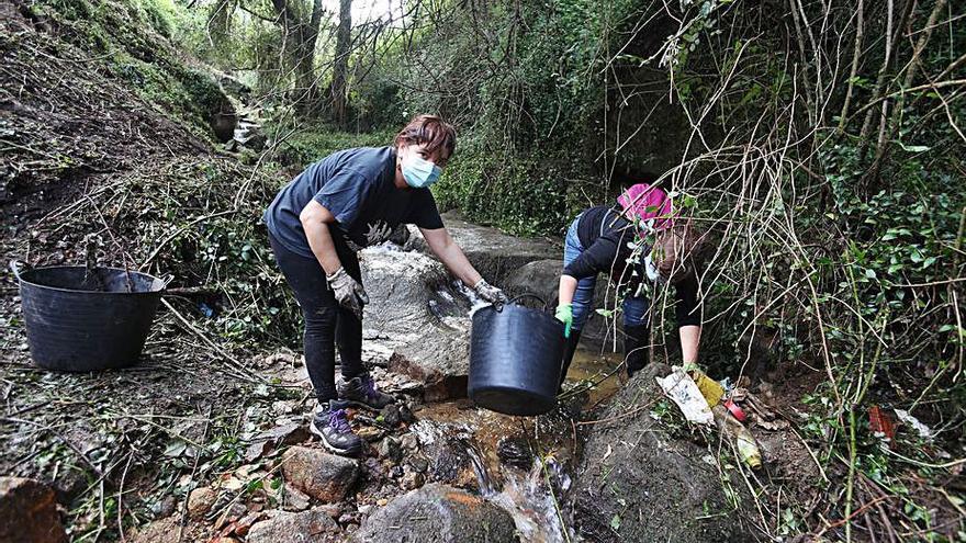 La Xunta rectifica y anula la tasa cobrada a los vecinos de Chapela por limpiar el río