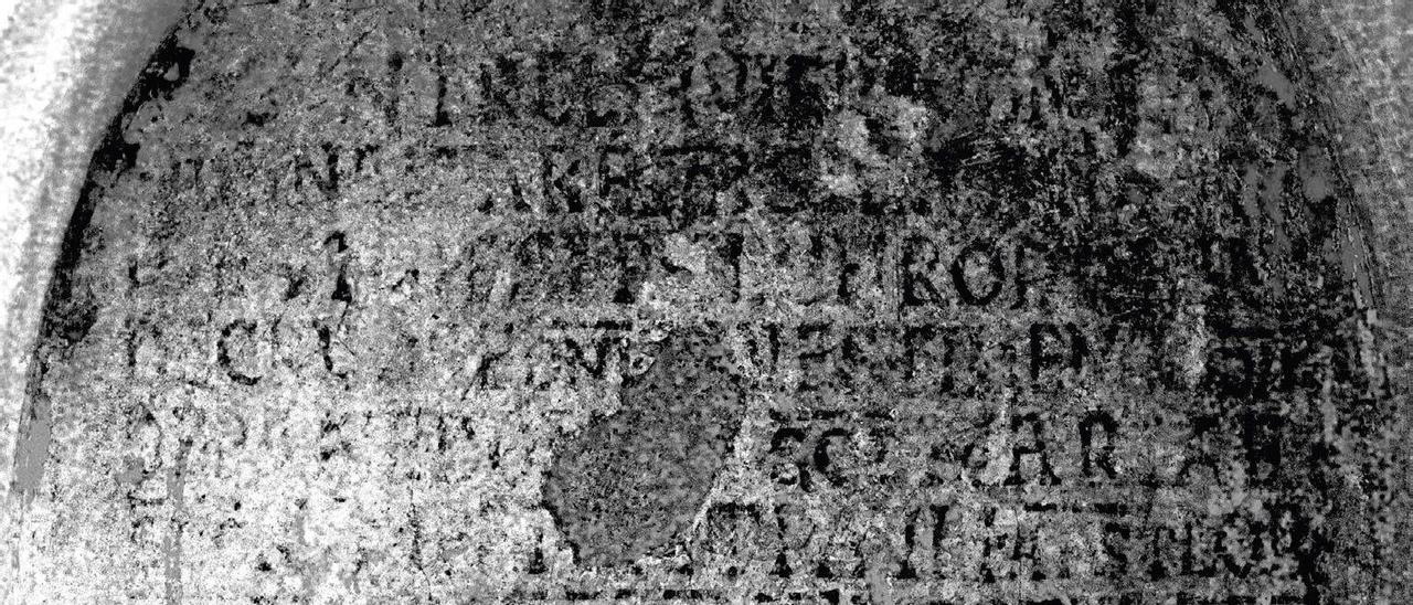 Imagen tratada para descifrar el texto del ábside de San Salvador.