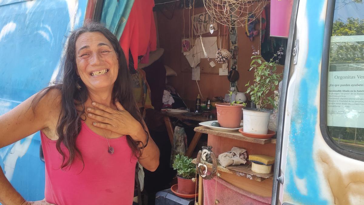 Alma, de 51 años, vive en su furgoneta desde hace casi medio año
