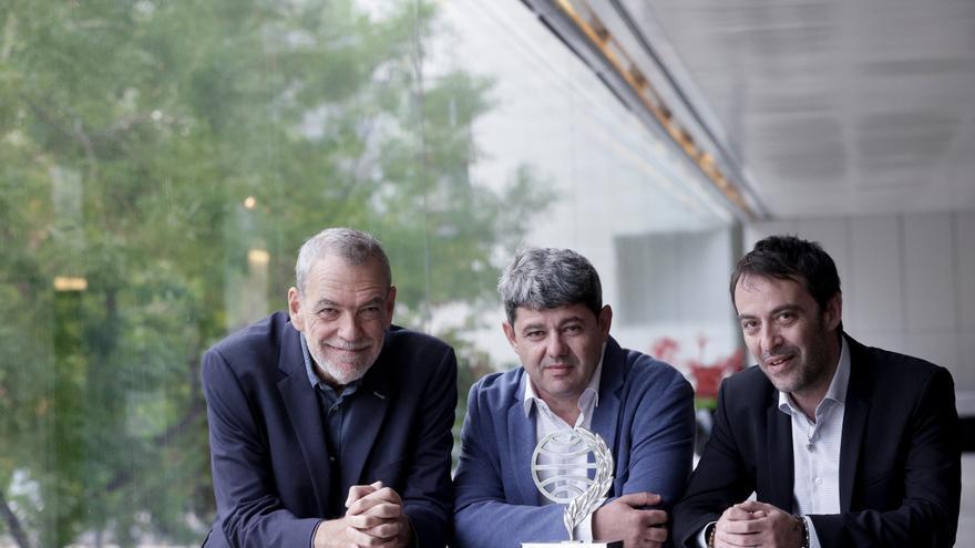 """Hablan 'los Carmen Mola': """"Nadie discute que un disco de los Beatles es una creación colectiva"""""""