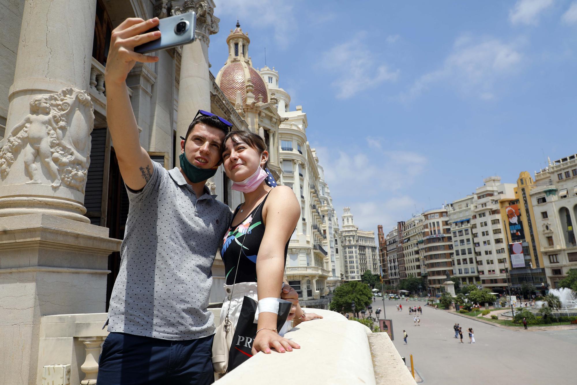 València abre, de nuevo, las puertas de su ayuntamiento