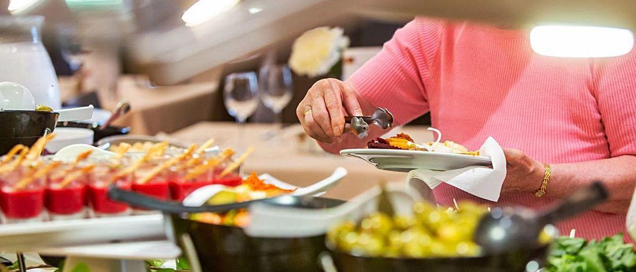 Imagen de un bufé en un hotel de la Costa Blanca, uno de los servicios más apreciados por los turistas.
