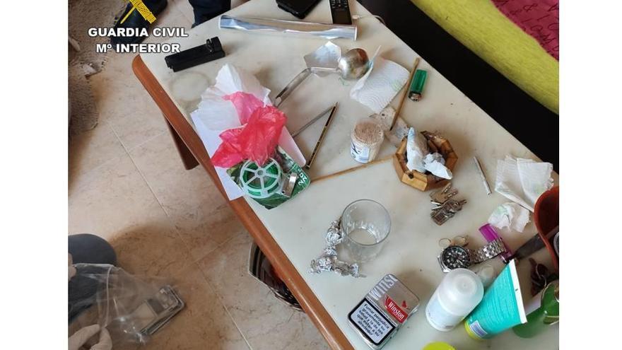 Desmantelados dos narcopisos en Almoradí, uno ocupado ilegalmente