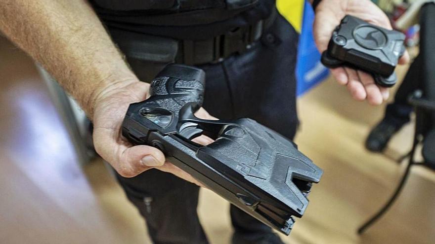 El síndic de greuges no vol que els cossos de vigilants utilitzin pistoles elèctriques