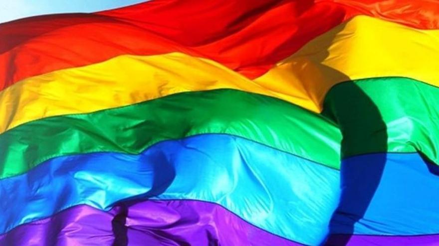 Roban la bandera LGTBI del ayuntamiento de este municipio de Castellón