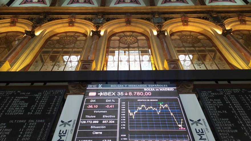 El Ibex 35 cae un 1,65% por la crisis con las eléctricas