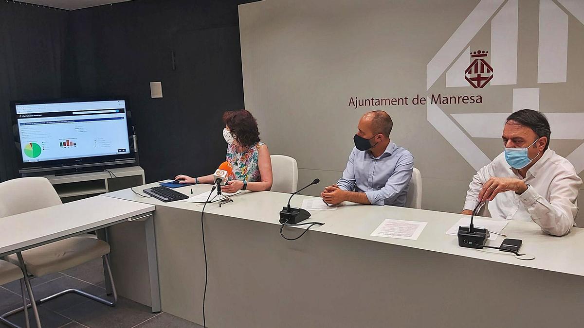 Montserrat Clotet, Marc Aloy i Valentí Junyent, ahir a l'hora de passar comptes sobre l'estat d'execució del PAM 2020-2023 | J.M.G.