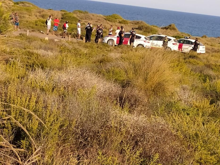 Un grupo de inmigrantes llega al Parque Natural de Calblanque.