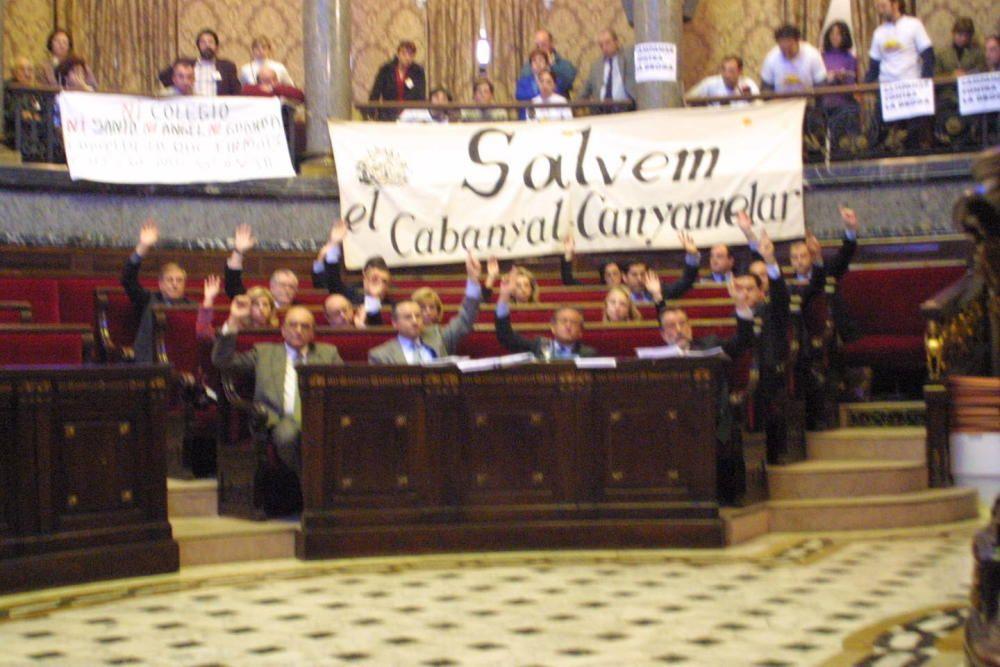 2001. El gobierno municipal aprobó el Plan Cabanyal ante las protestas de Salvem en el pleno. José Aleixandre